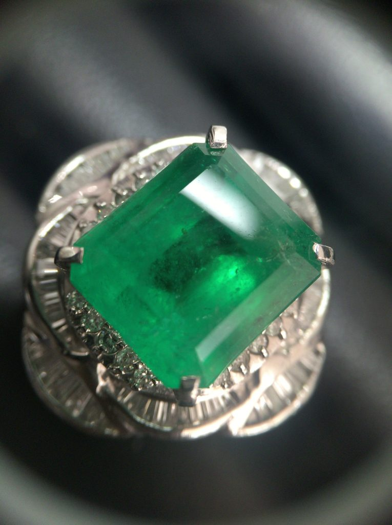 エメラルド プラチナ指輪 買取