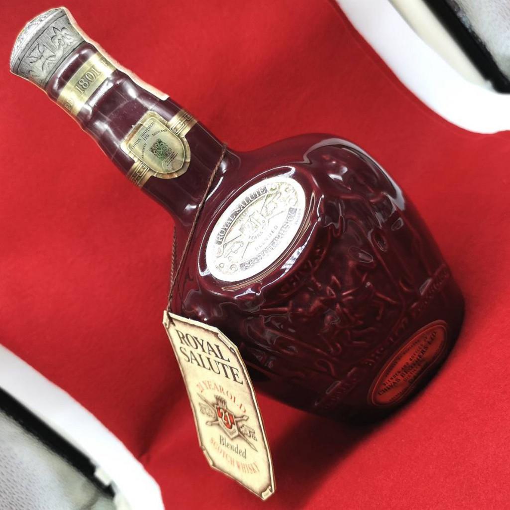 ロイヤルサルート 21年 赤ボトル シーバスリーガル 700ml 40度 お酒 アルコール 未開栓 保存袋付き