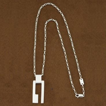 GUCCI グッチ Gロゴ型 ネックレス