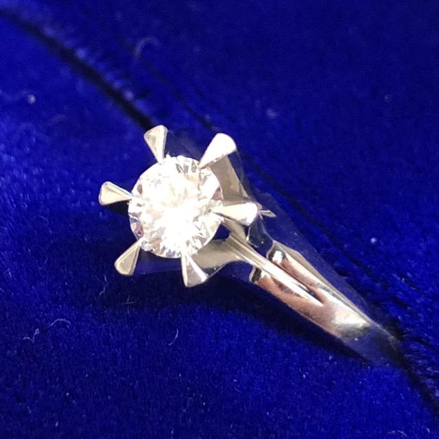 Pt900立て爪0.41ctダイヤ付き