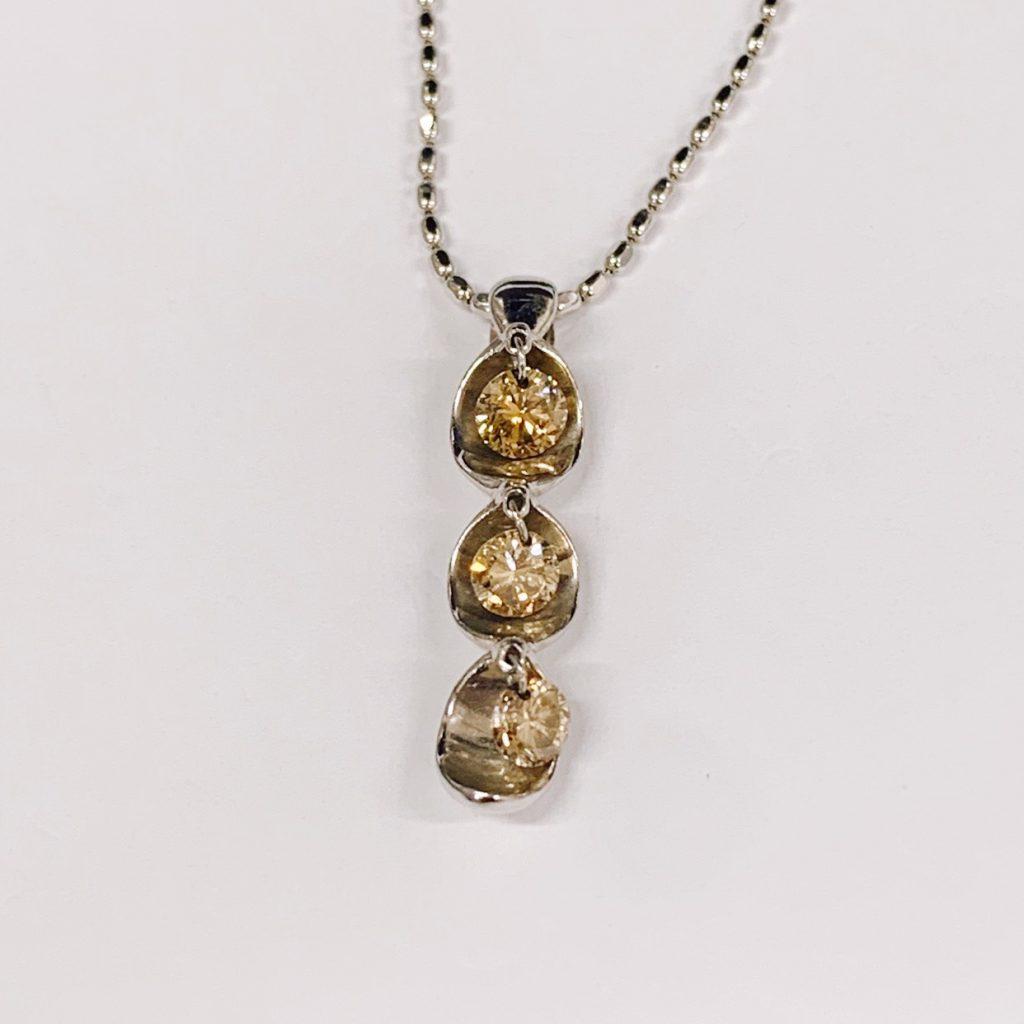 K18WG 3Pダイヤ ネックレス