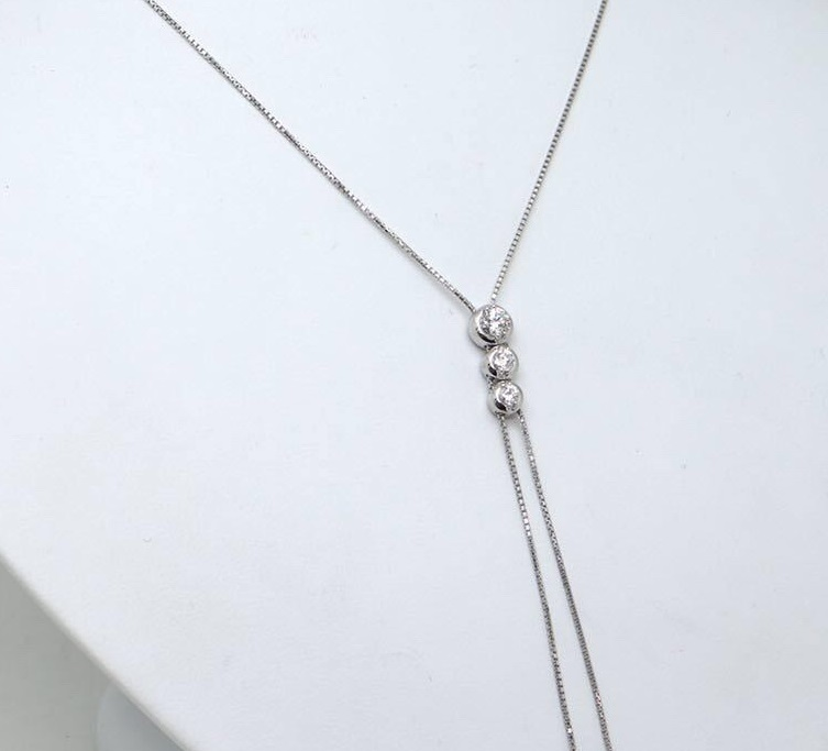 3連ダイヤモンド ネックレス