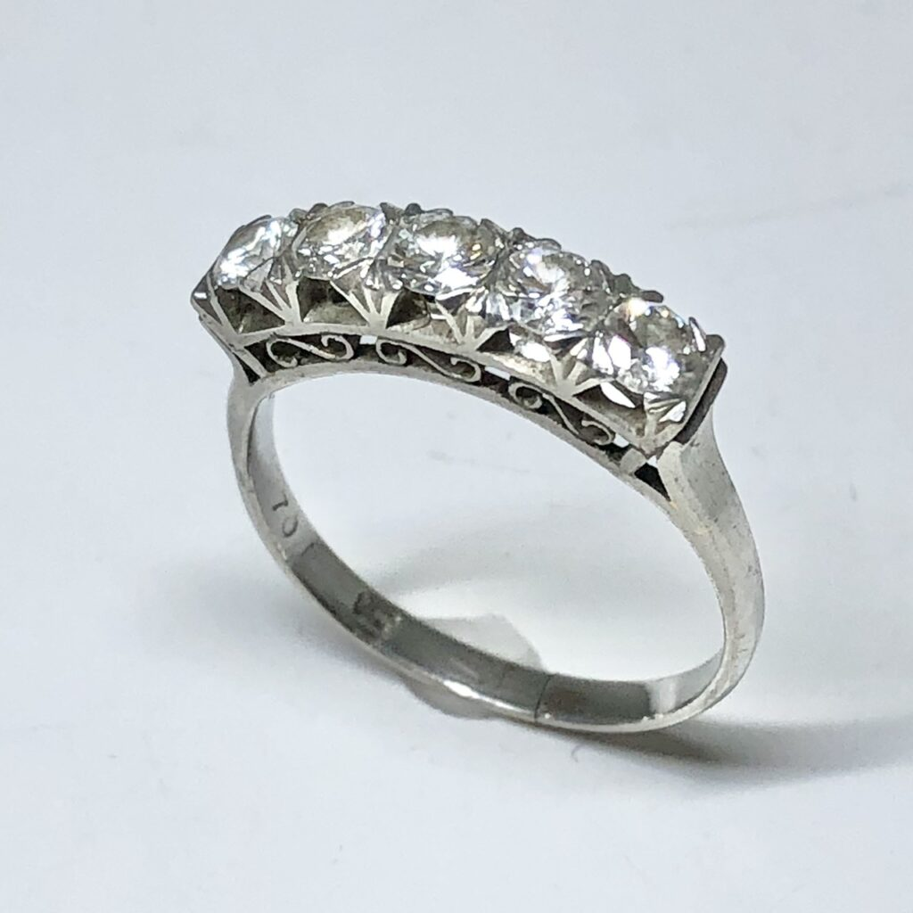 Pt900 0.70ctダイヤ付きリング