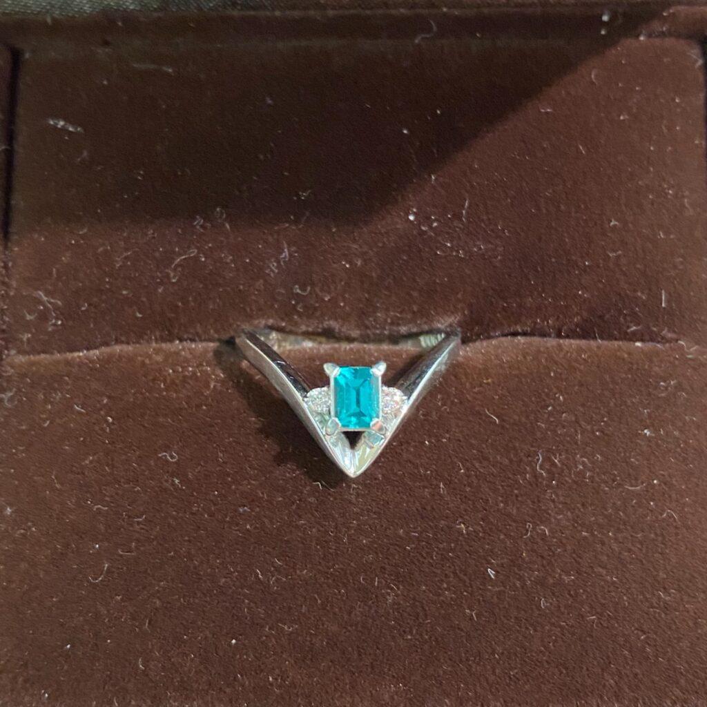 Pt900 リング プラチナ 指輪 エメラルド ダイヤ ブライダルリング 9号 レディース 装飾小物
