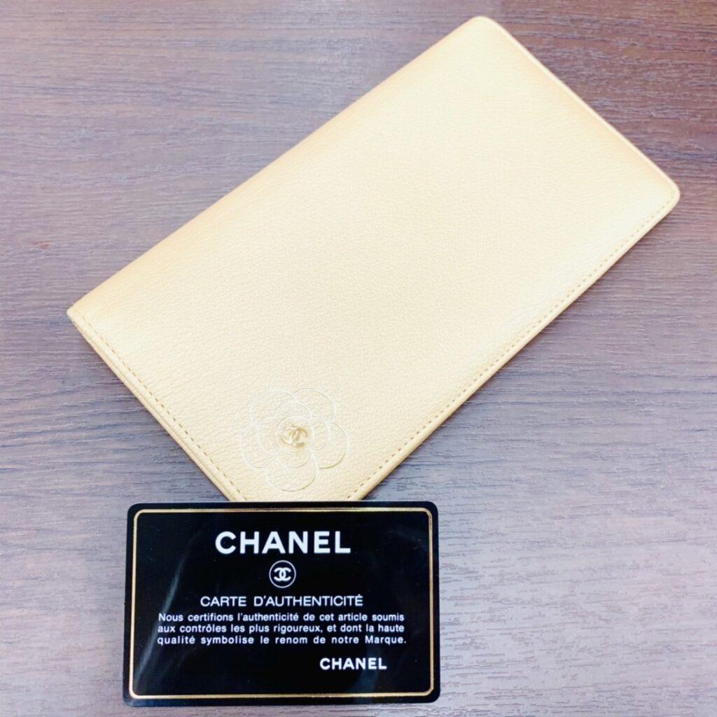 CHANEL シャネル  二つ折り長財布